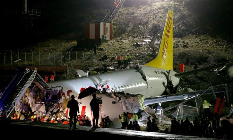 "Photo of شركة الخطوط التركية تلـ.ـغي جميع رحلاتها من وإلى مطار ""صبيحة غوكشن"" في إسطنبول بعد تحـ.ـطم طائرة ركاب وجـ.ـرح أكثر من 139 شخصاً"