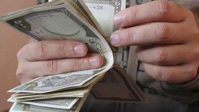 Photo of انخفاض مستمر لليرة السورية مقابل الدولار والعملات الأجنبية.. وارتفاع بأسعار الذهب محليًا وعالميًا