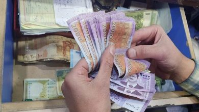 Photo of الليرة السورية تواصل انخفاضها أمام الدولار والعملات الأجنبية.. وارتفاع بأسعار الذهب محليًا وعالميًا